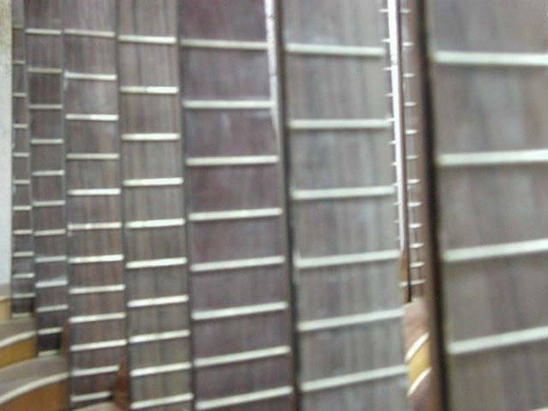 http://guitarrasquiles.com/images/Produccion/12.jpg