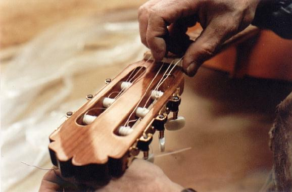 http://guitarrasquiles.com/images/Produccion/i.jpg