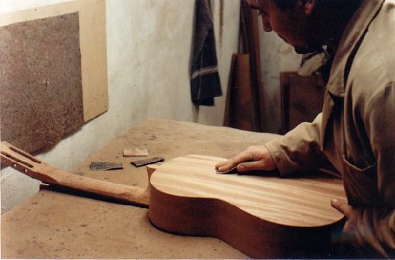 https://guitarrasquiles.com/images/Produccion/s.jpg