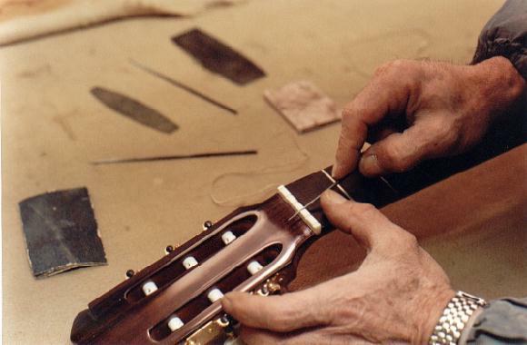 https://guitarrasquiles.com/images/Produccion/v.jpg